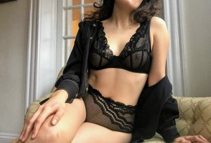 Kinzy escorts in Charleston