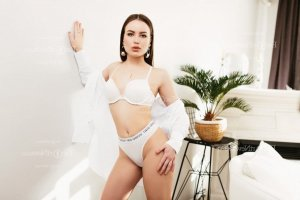 Fatya escort girl